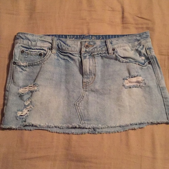 American Eagle Outfitters Dresses & Skirts - AE Distressed Skirt!